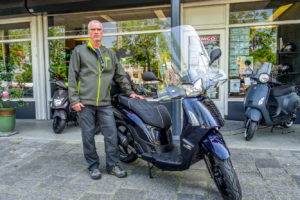 kymco people s midnight blue